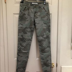 ABERCROMBIE AND FITCH ARMY PATTERNED JEANS